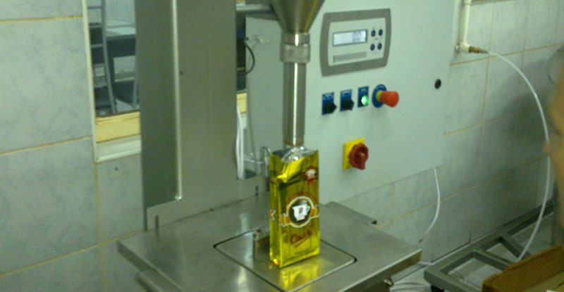 Filling machine for powder products